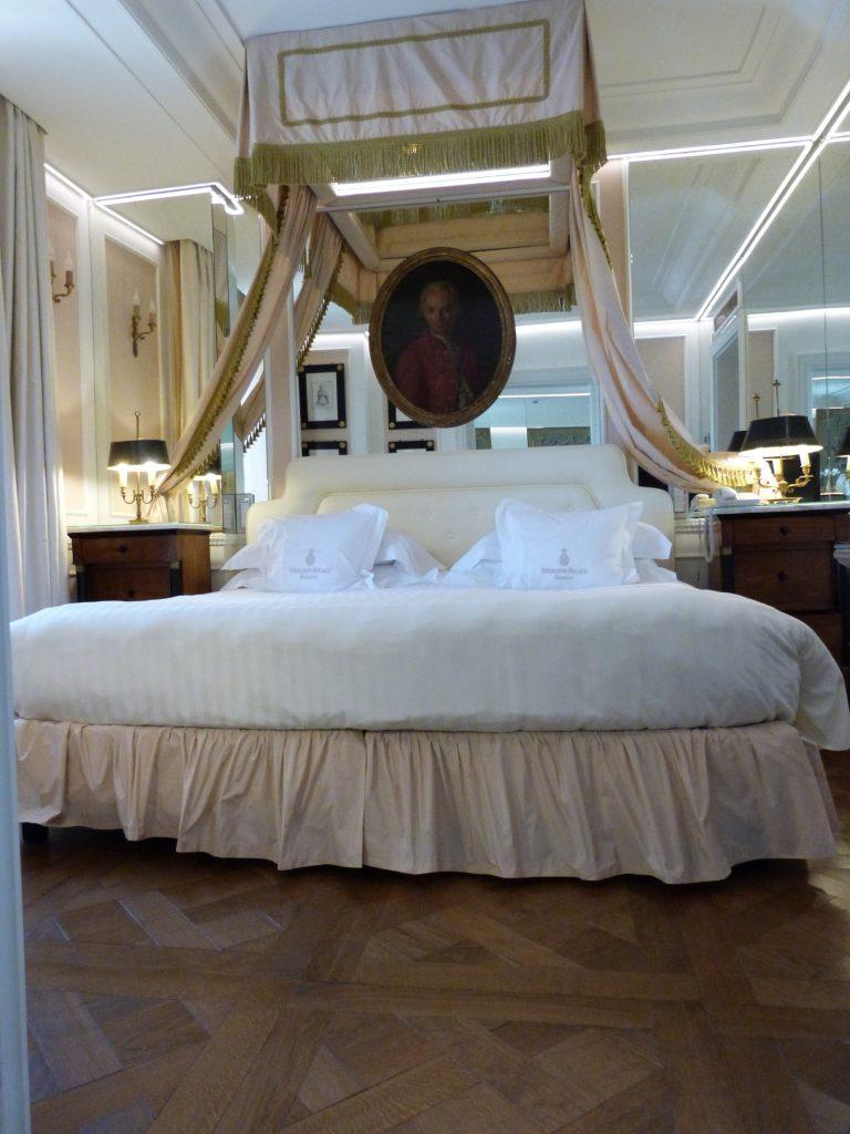 321-classic-suite-bedroom1800x