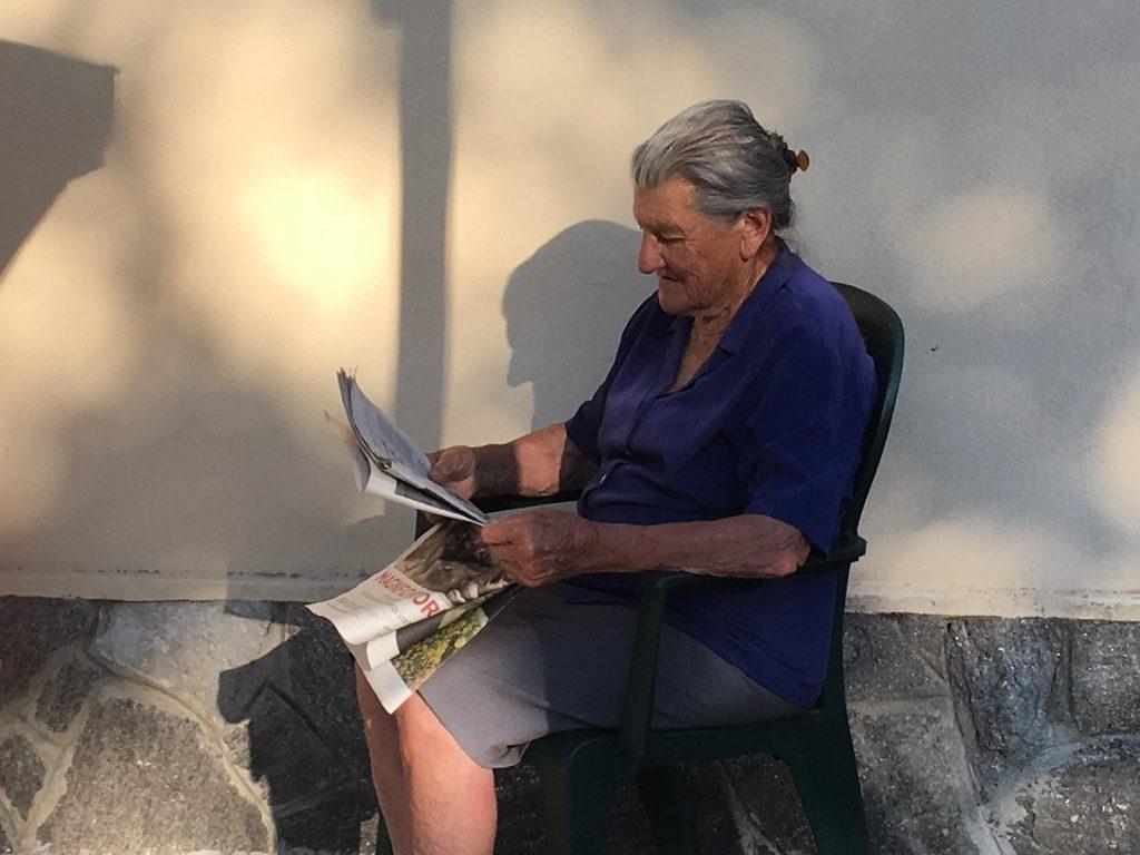 Nonna Legge Giornale